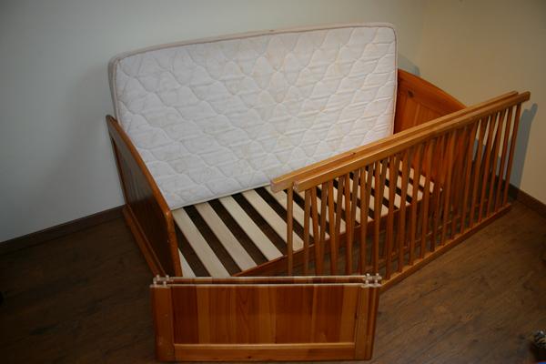23a4b8cddd8f d un lit bébé transformable en lit junior avec son sommier à lattes  réglable 3 positions (70X140 cm). - d un matelas (70x140cm)